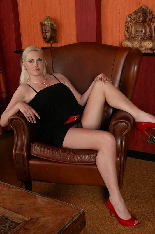 Blonde Belladonna 17